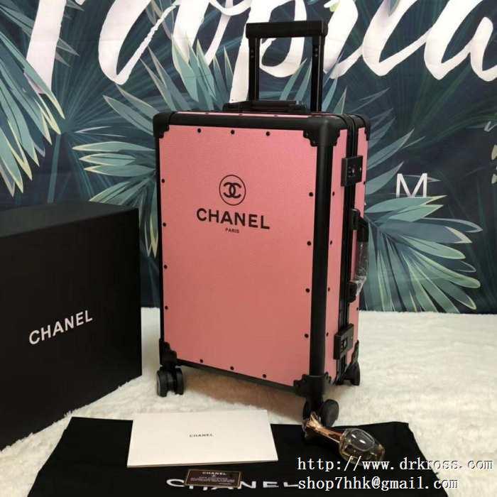 2019年春夏の流行アイテム  シャネル CHANEL  落ち着いた印象に仕上げ  スーツケース