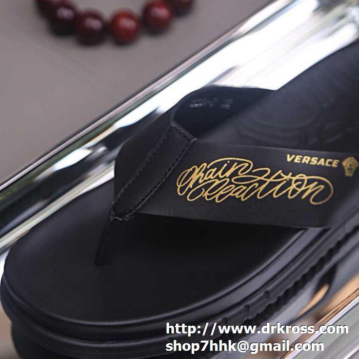 ヴェルサーチ サンダル メンズ シンプルなスタイルに履けるアイテム コピー versace ブラック カジュアル 相性抜群 格安