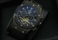 伝統と革新を融合させHUBLOT ウブロ ラバー 高級時計ブラック自動巻き_品質保証