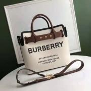 バーバリー BURBERRY ハンドバッグ トレンドを取り入れた2019流行 秋冬仕様なオシャレトレンドブランド