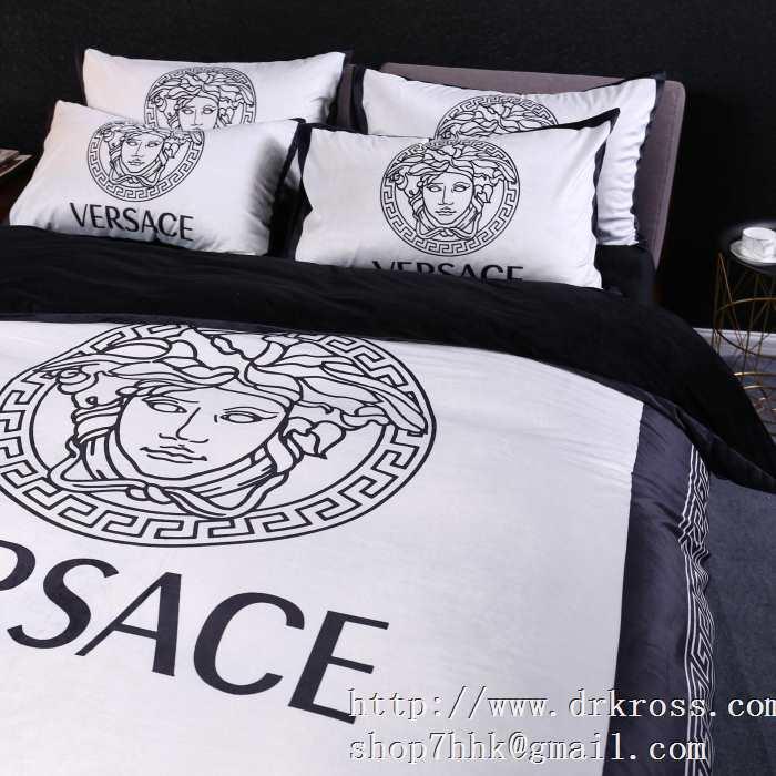 ヴェルサーチ versace 寝具4点セット クラシカルな雰囲気と抜け感 クラシカルな雰囲気と抜け感