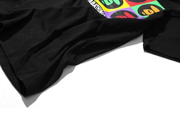 鮮やかなロゴプリントAPE エイプ  夏服 春物Tシャツ メンズ 半袖