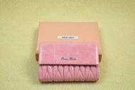 ミュウミュウ 財布 MIUMIU財布偽物 レディース レザー ピンク ウォレット 高品質 マテラッセ ナッパ メタルのロゴ ジップ式財布 5ML225_N88_F0615