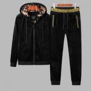 魅力を引き出してくれる VERSACE ヴェルサーチ 定番 ファッション 上下セット 秋冬トレンド