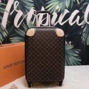 2019年春夏のトレンド  スーツケース     カジュアルさが強すぎる  ルイ ヴィトン LOUIS VUITTON