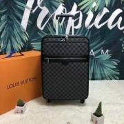 カジュアルさも強めなアイテム  ルイ ヴィトン LOUIS VUITTON  2019春夏新作登場  スーツケース  カッコ良くキあります