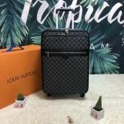 ルイ ヴィトン LOUIS VUITTON  おすすめコーディ  スーツケース  2019年春夏の流行アイテム