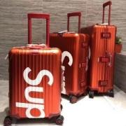 2019年春夏コレクションに見る 質感が絶妙 SUPREME シュプリーム スーツケース