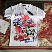 目を引くーデザインが特徴的  ヴェルサーチ VERSA 2019に人気もまだまだ継続しています 半袖Tシャツ 大人っぽく見せてくれ