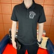 VERSACE ヴェルサーチ トップス メンズ 毎日でも使える人気新品 コピー 通勤通学 ポロシャツ ブラック ロゴ刺繍 激安