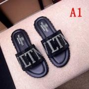ヴァレンティノ サンダル コピー 抜群な光沢感があるデザイン メンズ VALENTINO 2色可選 ロゴ入り コーデ 日常 最高品質